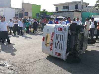 SE DESBORDAN LOS ÁNIMOS POR MOTOTAXIS: Protestan taxistas contra proliferación de estas unidades en Playa del Carmen; ya son como 600, acusan