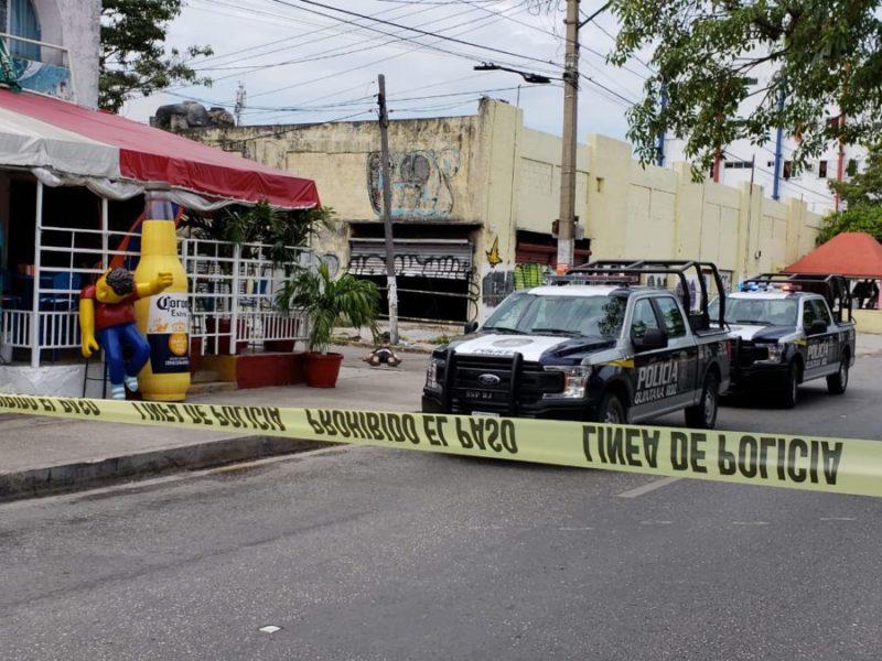 EJECUTAN A HOMBRE EN LA SM 23: La ejecución se registró en la avenida Tulum, frente a plaza Galerías donde la víctima recibió varios disparos