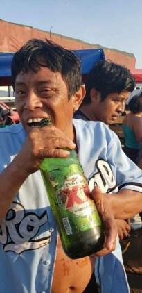 Resultado de imagen para Rapiñan en Campeche tráiler volcado que transportaba cervezas