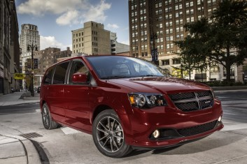 2019-Dodge-Grand-Caravan-featured