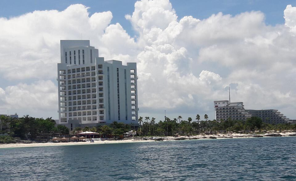 Regresan a laborar 50 mil trabajadores del sector hotelero en Cancún, Puerto Morelos e Isla Mujeres