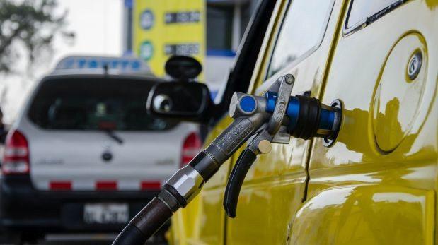 Gasoil y gasolina premium bajan un peso, GLP sube