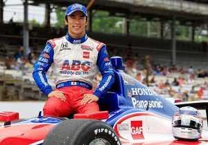 Japonés Takuma Sato montado en auto Honda