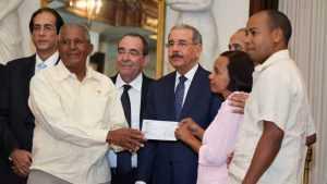 Danilo Medina entrega RD$174.5 millones a 30 organizaciones rurales