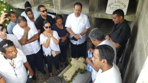 Sepultan restos madre de Fernando Villalona