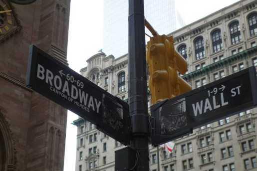 Wall Street cierra con caída de más de 1.100 puntos
