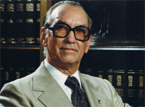 ¿Quién fue Antonio Guzmán Fernández?
