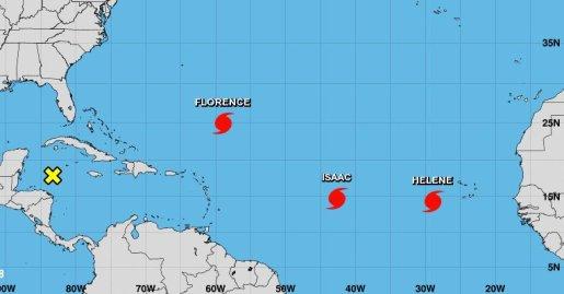 Vigilan tres huracanes en el Atlántico