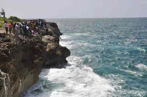 Hombre se habría lanzado al Mar Caribe
