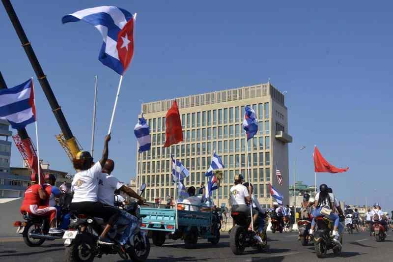 Cubanos salen a las calles a pedir fin del bloqueo de EEUU