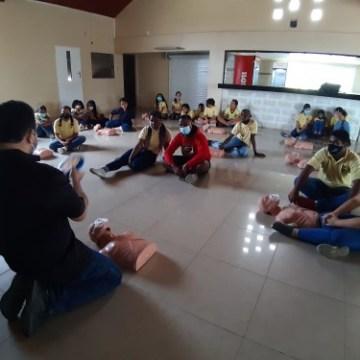 Iniciativca pa training di CPR pa muchanan den scol