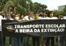 Profissionais do transporte escolar realizam protesto na sede da Governadoria