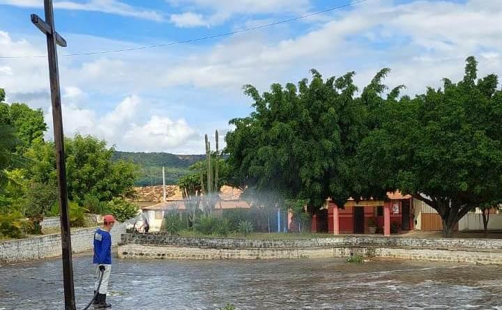 Espaços públicos da zona rural de Barreiras recebem higienização