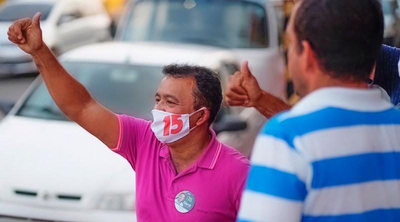 Além de reuniões e visitas, o candidato a prefeito Elenil (MDB) tem fortalecido o contato com a população por meio de caminhadas pelos bairros de Araguaína - Foto: Divulgação