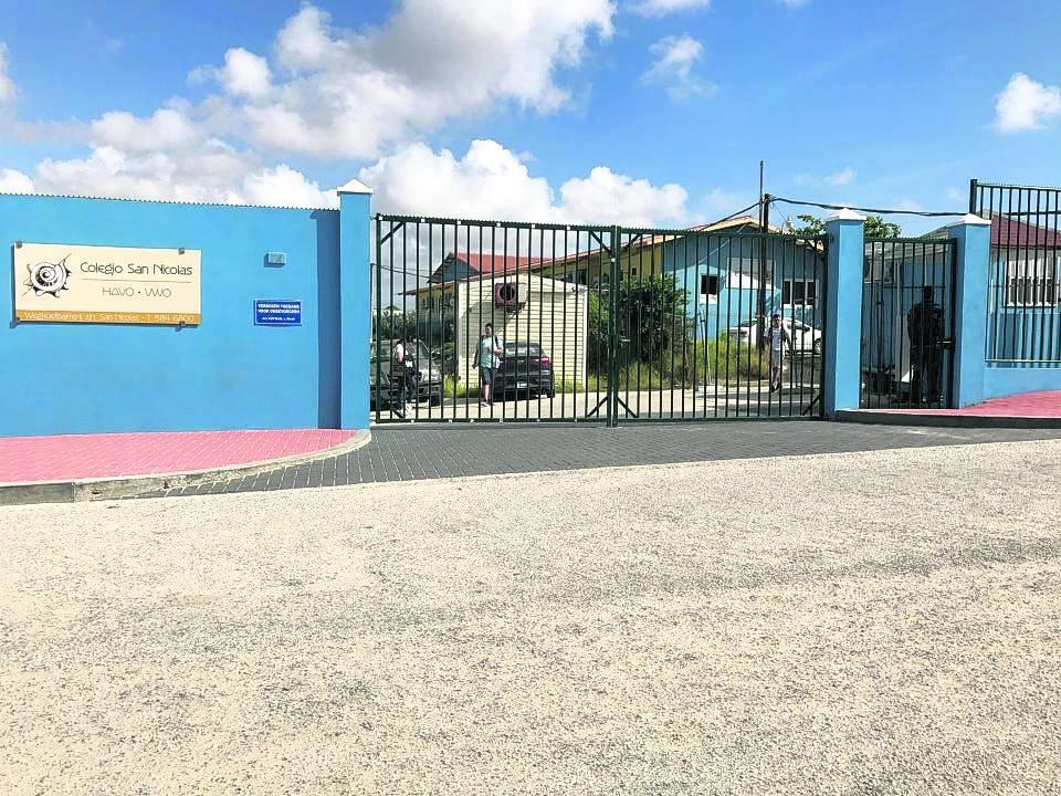 Docentes de Colegio San Nicolás reaccionan ante declaraciones del ministro de enseñanzas