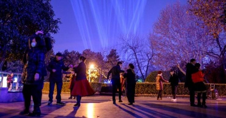 Mientras millones están encerrados, Wuhan celebra el nuevo año con entusiasmo y sin mirar atrás
