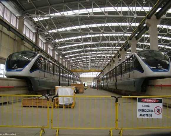Trens do Monotrilho fim de semana transporte sobre trilhos