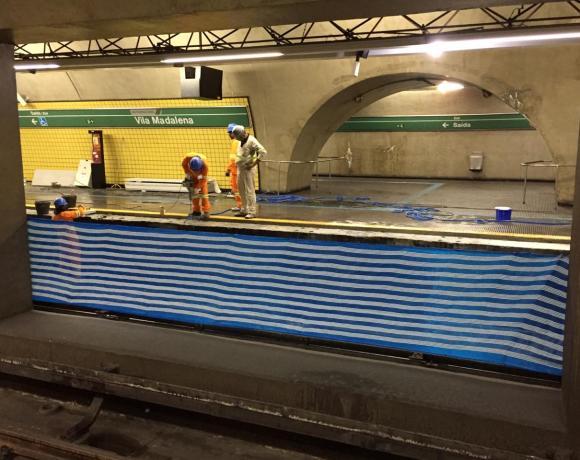 Estação Vila Madalena portas de plataforma