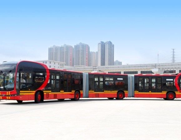 ônibus biarticulado 100% elétrico