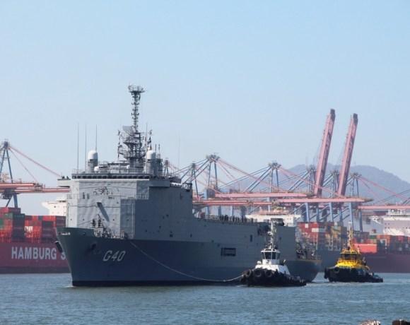 Navio da Marinha em Santos