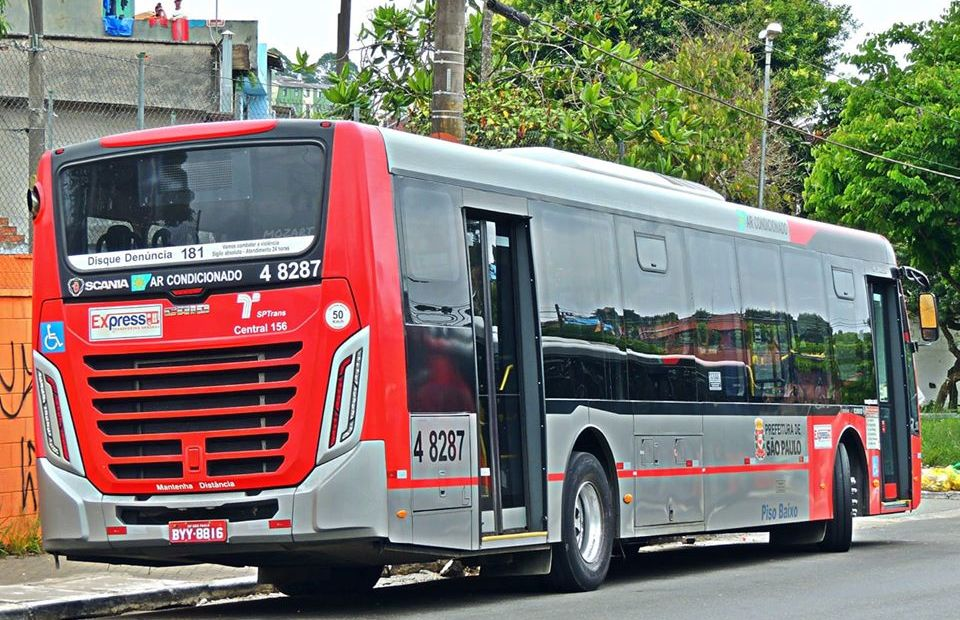 Ônibus da SPTrans e Express