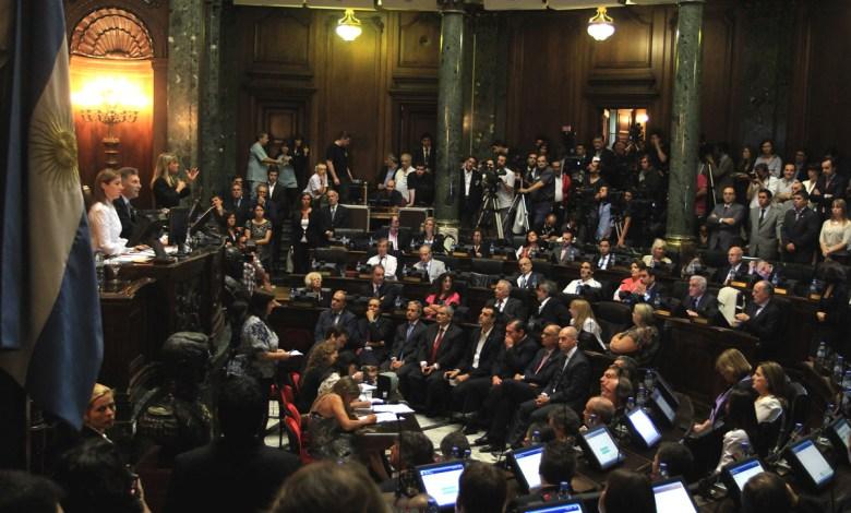 La Presidenta de la Legislatura, María Eugenia Vidal; el Jefe de Gobierno, Mauricio Macri y el Vicepresidente I Diputado Cristian Ritondo en el estrado.