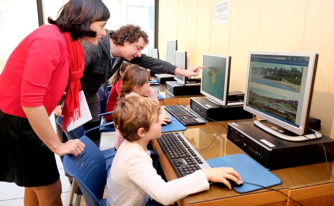 Los telecentros ofertan más de 600 plazas en agosto y cursos para niños en 7 espacios