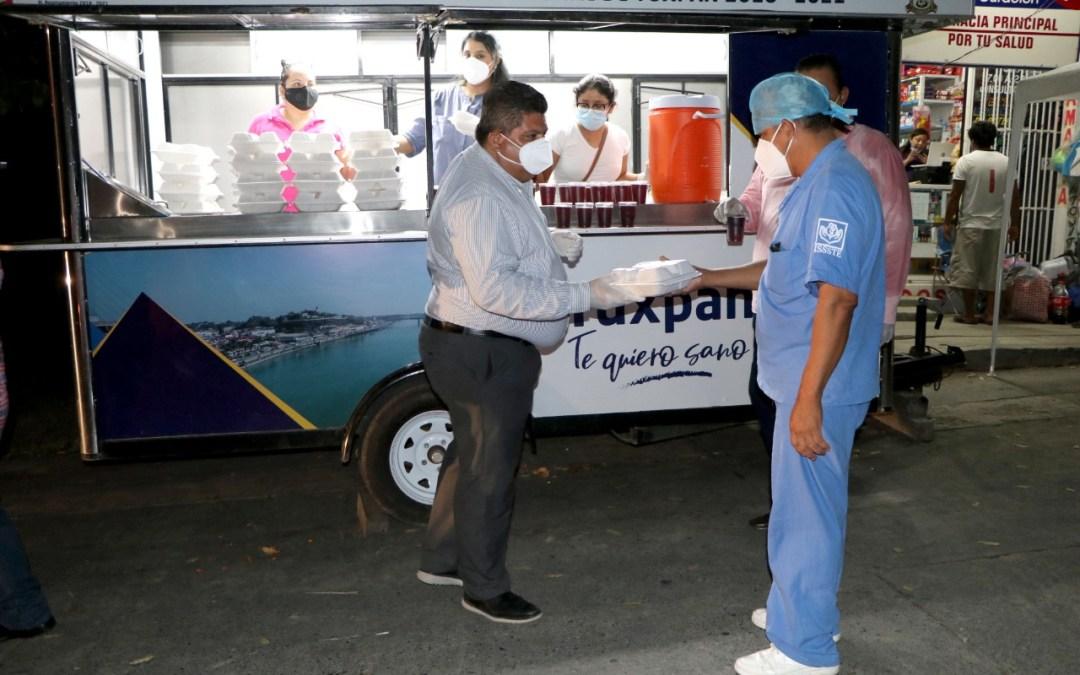 Gobierno de Tuxpan ha entregado más de 4 mil cenas a familiares del Hospital Civil.