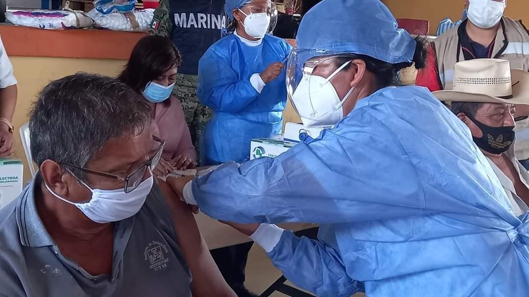 Arranca vacunación; Municipioapoya al SS y adultos mayores