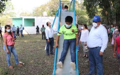 Gobierno de Tuxpan beneficia a habitantes de Chiconcoa con obras y acciones.