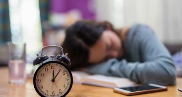 Mais da metade dos alunos do ensino médio público do Ceará tem sono insuficiente, diz estudo