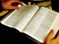 Pesquisa revela que 77% das pessoas atribuem a perda de valores à falta de leitura da Bíblia