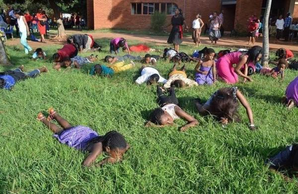 """""""Refeição"""" do vegetal é apreciada por diversos seguidores do pastor Lesego Daniel"""