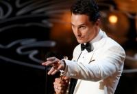 """Vencedor do Oscar de Melhor Ator, Matthew McConaughey emociona ao agradecer a Deus pelo prêmio: """"Ele retribui a gratidão""""; Assista"""