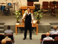 Tom Meyer recitando a Bíblia