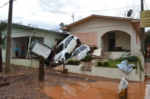 Estrago causado pela enchente