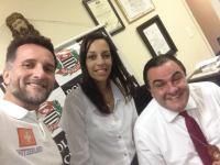 "Emerson Biazon ao lado de Kelly ""Bolsonaro"" e o delegado Luiz Roberto Hellmeister no 3º DP"