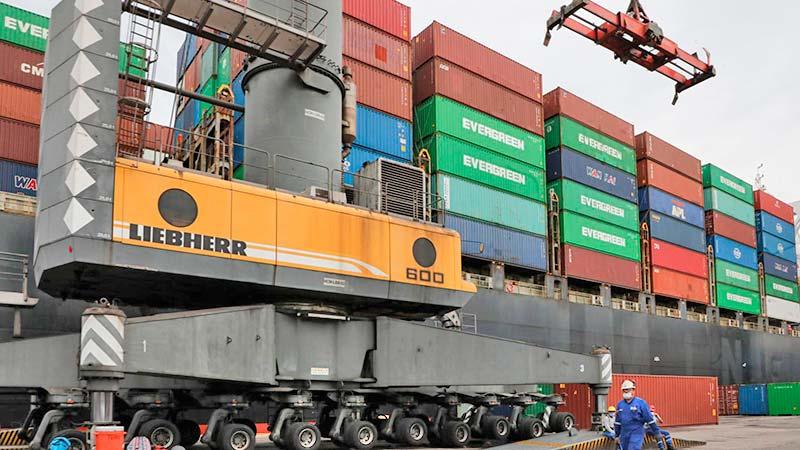 ¿Qué implicaciones tiene el control de aduanas y puertos por parte de la SEDENA y la Marina?