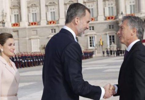 Macri fue recibido por el rey Felipe y la reina Letizia en el Palacio Real.
