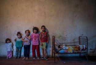 Seis niños en el pueblo de Nor Erkedj, Nagorno-KarabakhAnush Babajanyan / VII Agencia Fotográfica.