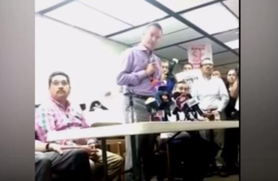 «Es cómplice o es un imbécil», le gritan a Quirino Ordaz