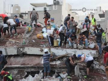 voluntarios-civiles-retirando-escombro-durante-el-sismo-del-19-de-septiembre-2017-en-la-ciudad-de-México-1-1024x683