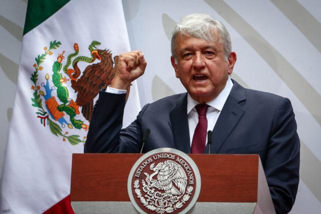 """""""Venceremos al coronavirus, reactivaremos la economía y México seguirá de pie mostrando al mundo su gloria y su grandeza"""". AMLO 1"""