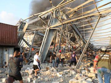 Fuerte explosión sacude el puerto de Beirut 2