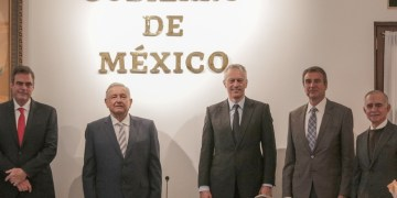 AMLO se reúne con James Quincey, CEO global de Coca-Cola a nivel mundial 12
