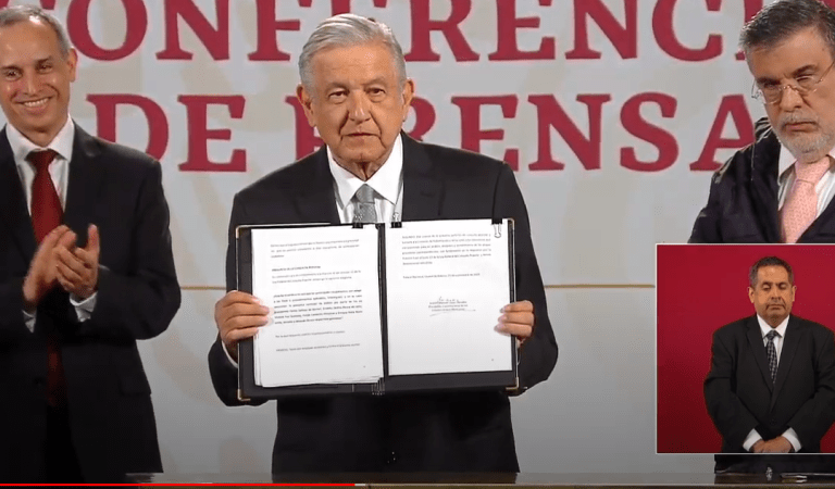 AMLO firma solicitud de consulta para enjuiciar expresidentes