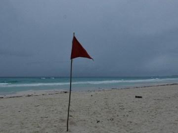 En Quintana Roo suspenden actividades no esenciales por paso de tormenta tropical 'Zeta' 1