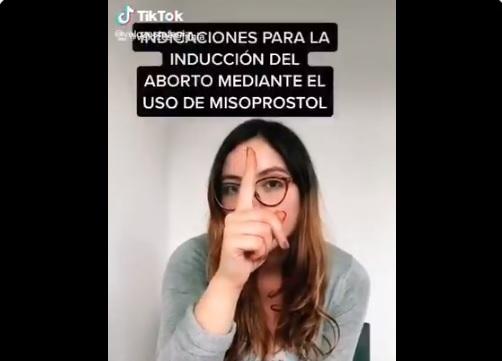 Estefanía Veloz, colaboradora de Canal Once promueve aborto casero en TikTok, (vídeo) 1