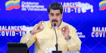 """Nicolás Maduro presenta Carvativir, gotas """"milagrosas"""" que """"neutralizan"""" el Covid-19 al 100% 7"""