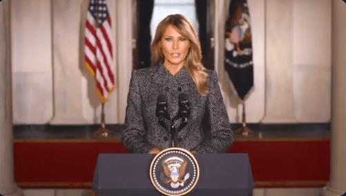 """Melania Trump se despide de la Casa Blanca y llama a:  """"Escoger el amor sobre el odio, la paz sobre la violencia"""""""